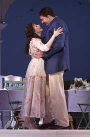 Adina (soprano Maria Kanyova) and Nemorino (tenor Eric Cutler), L'eliser d'amore, Boston Lyric Opera, 2008